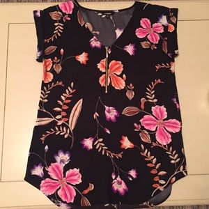 EXPRESS Short Sleeve Zipper Front Blouse